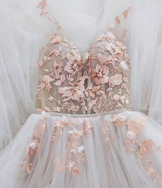 Elegant Appliques Ivory Tulle Floor Length Prom Dress