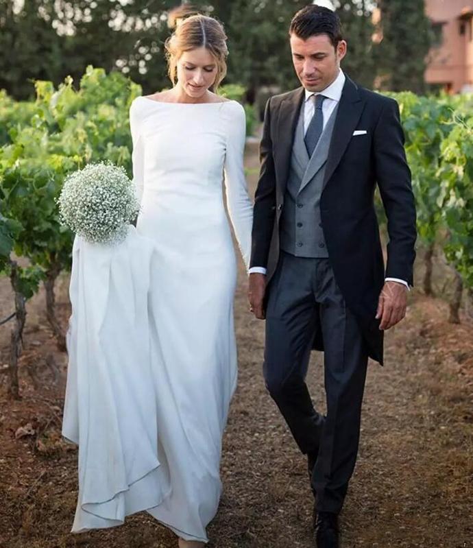 2019 Modest Long Sleeves Sheath Wedding Dresses Backless Court Train Wedding