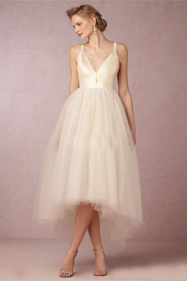 Simple Beach Wedding Dresses Plunging Neckline Sleeveless Wedding Gowns With