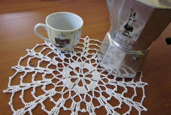 Handmade White Spider Web Crocheted Cotton Cloth Doily for sale