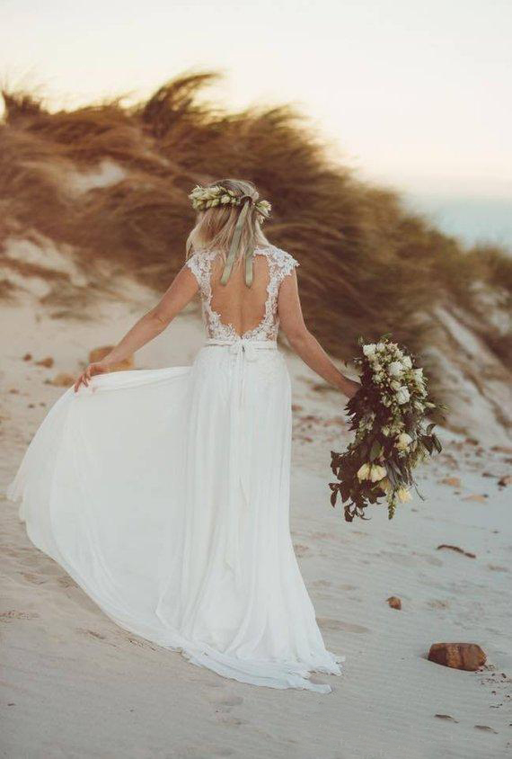 Hot Sale Rustic V Neck Lace Country Wedding Dresses 2020 Cap Sleeve Open Back