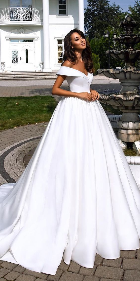 deep v-neck white long wedding dress new fashion wedding dress outfit