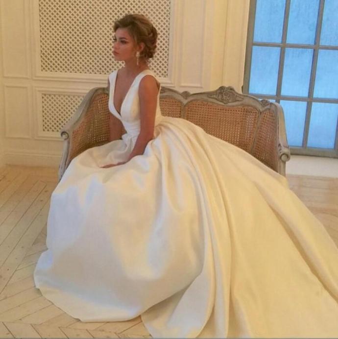 Simple Ivory Deep V Neck Wedding Dresses Bridal Gowns A Line Satin Long Beach