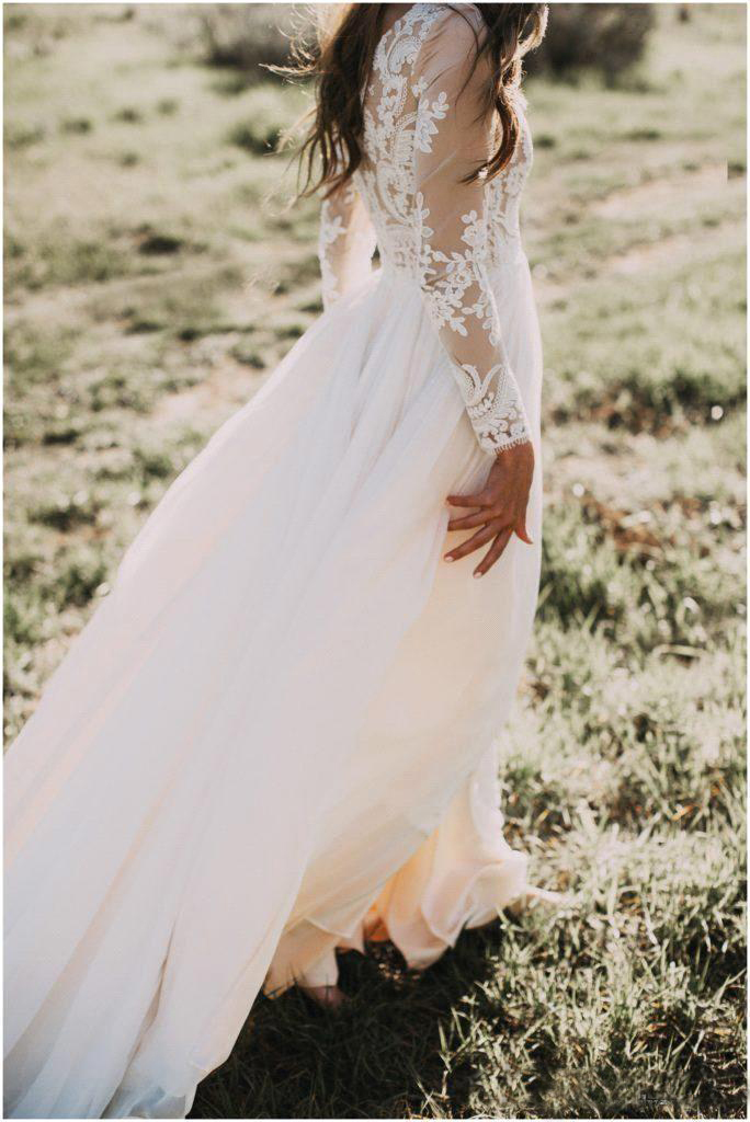 2020 Elegant Vintage Secret Country Style Lace Wedding Dresses with Long Sleeves