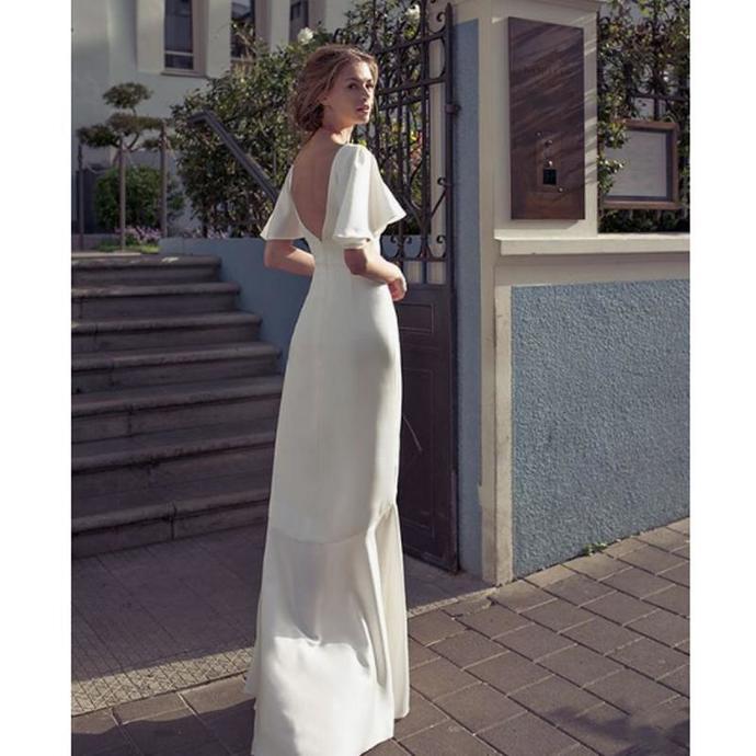 2019 V Neck Sheath Wedding Dresses Front Split Backless Bridal Dress Floor