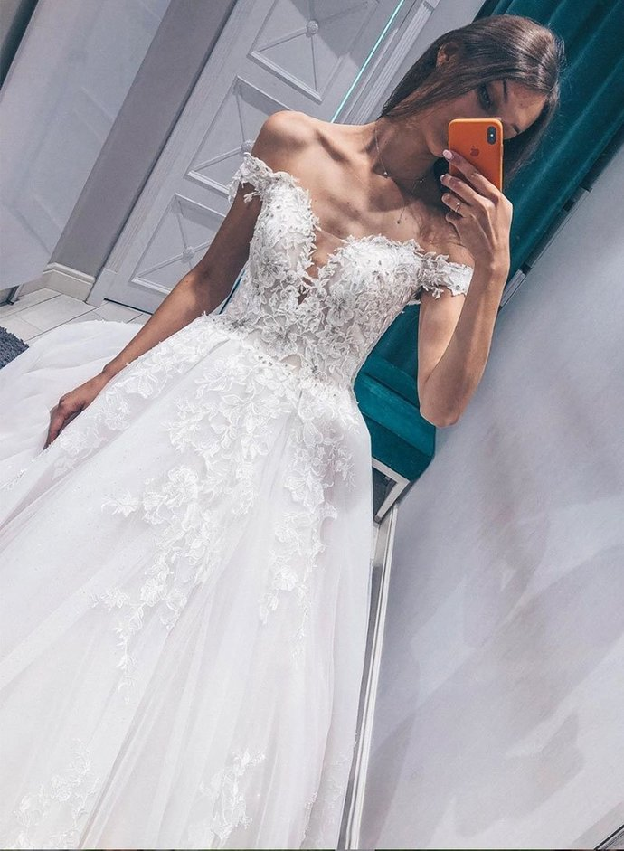Charming Off the Shoulder White Tulle Ball Gown Wedding Dress with Appliques