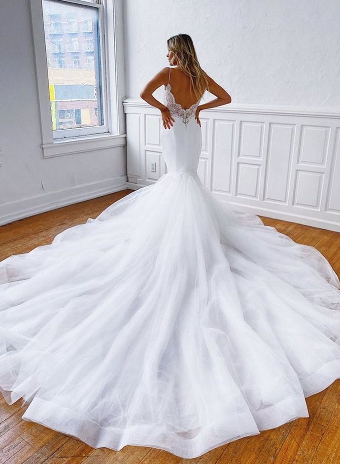 Charming Spaghetti Straps White Tulle Backless Mermaid Wedding Dresses with