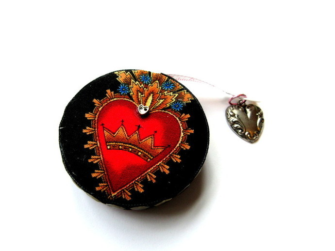 Tape Measure Victorian Gothic Hearts Small Retrctable Measuring Tape