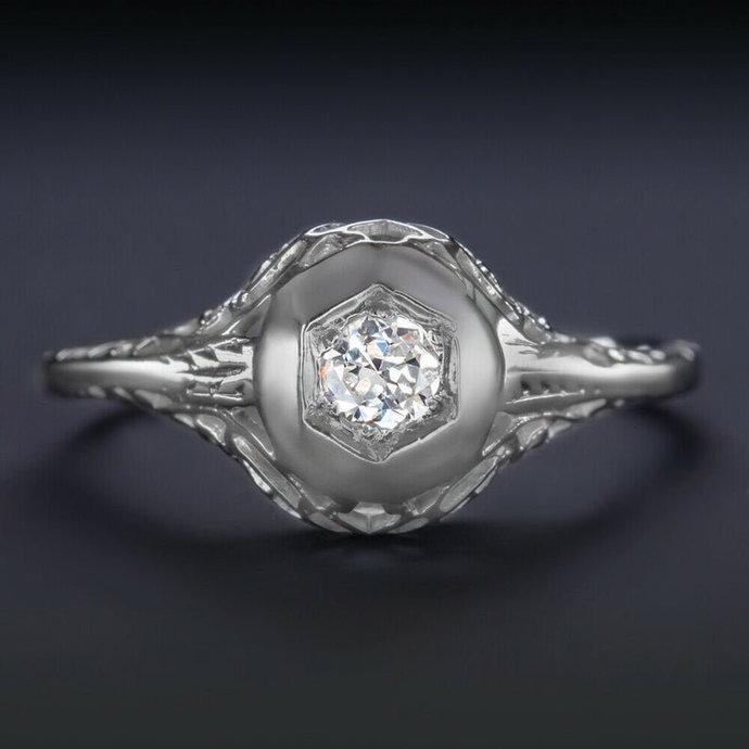 EU cut diamond. 18K engagement ring. 1/6 ct vintage antique