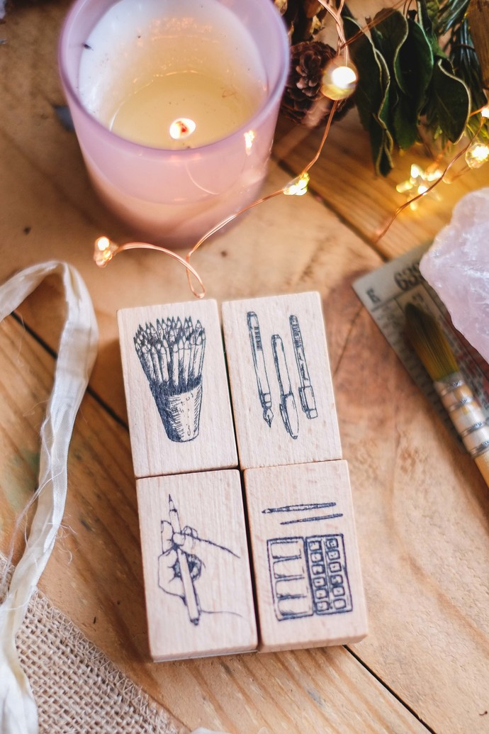 London Gifties design wooden rubber stamp - Pencils in a Cup - 5 x 3 cm