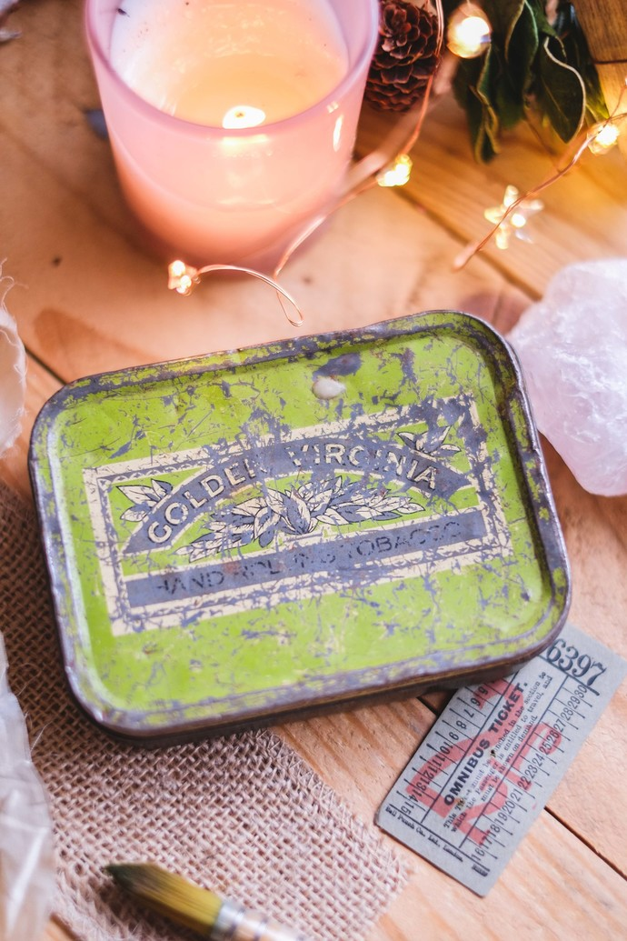 Exclusive handmade watercolour set in a vintage tin - Golden Virginia (very
