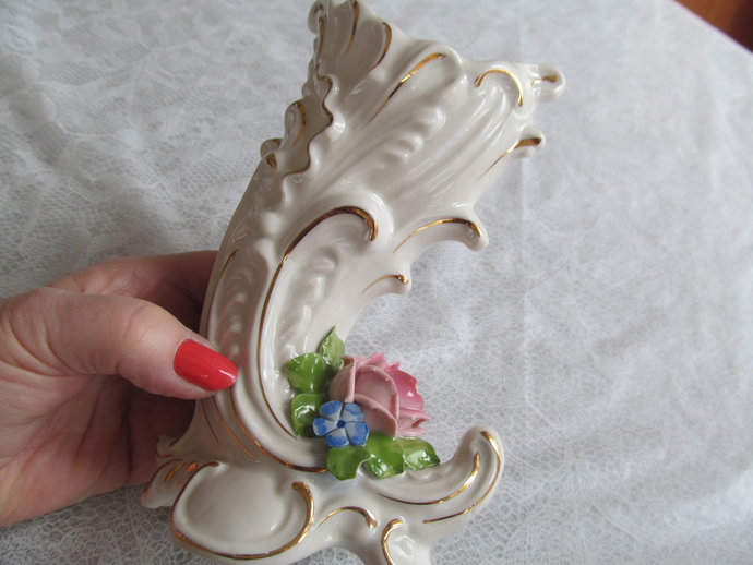 Dresden Porcelain hand crafted Cornucopia vase w 14k gold trim from Germany