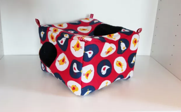 Hanging Rat or Degu Cube - Red White and Blue Birds