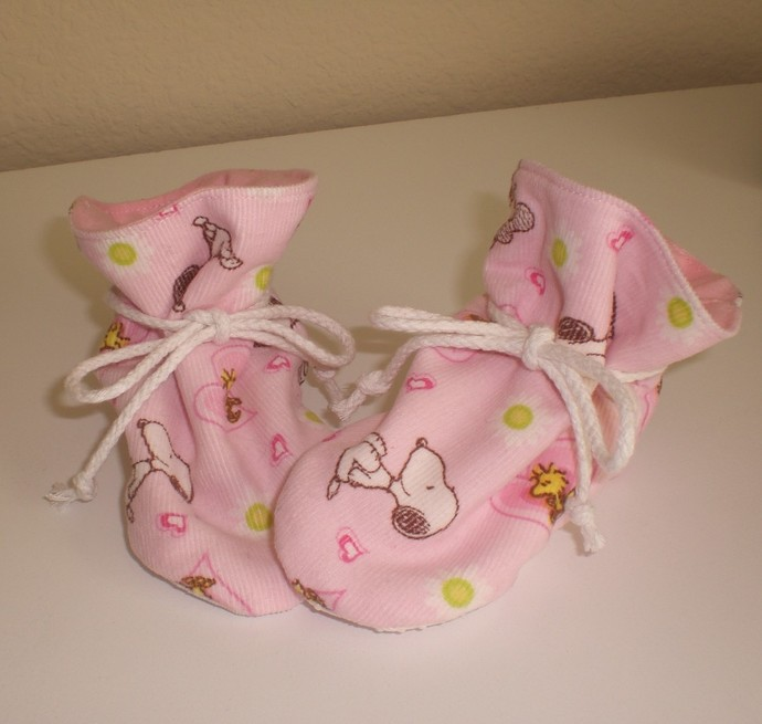 Snoopy baby tv booties/soft sole shoes SIZE MEDIUM