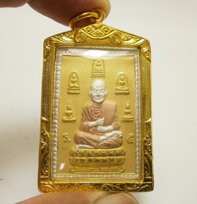 Phra Somdej Toh meditation image surround by Top Benjapakee amulets back Katha