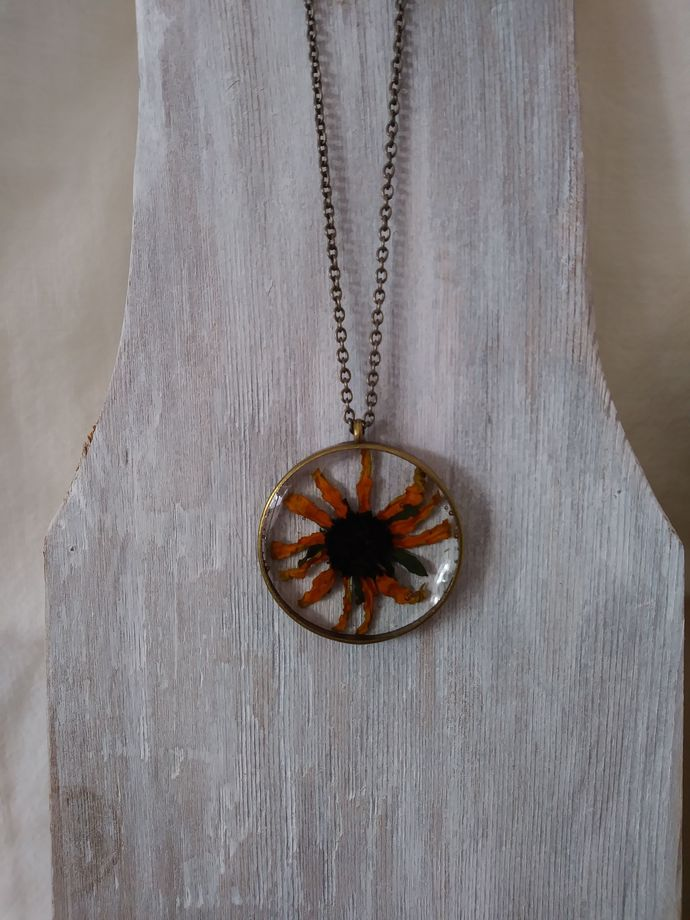 Flower resin necklace -  Black Eyed Susan preserved in resin