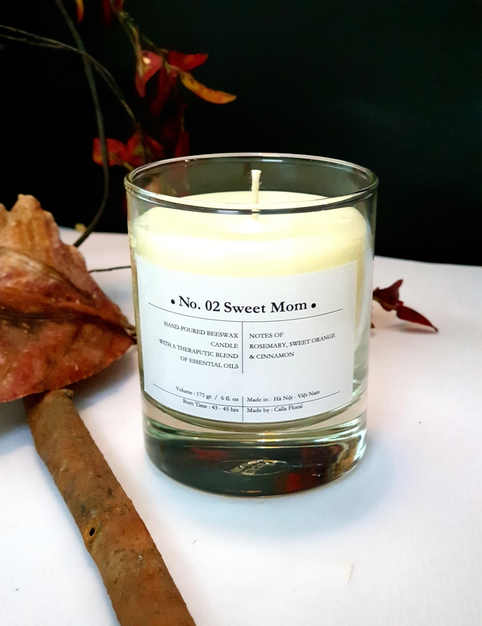 No 02: Sweet Mom - Scented candles filled with beeswax and therapeutic-grade