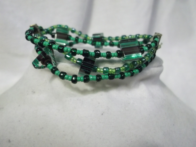 Green stretch bracelet with triangular focal beads