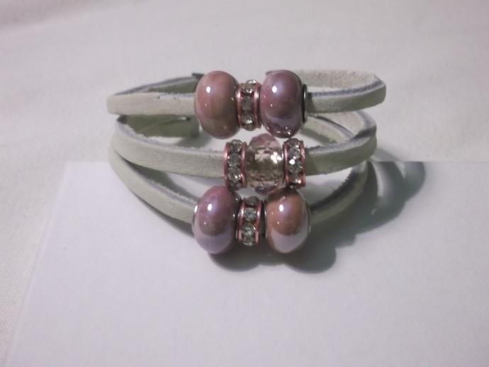 White leather strand bracelet with shiny pink beads