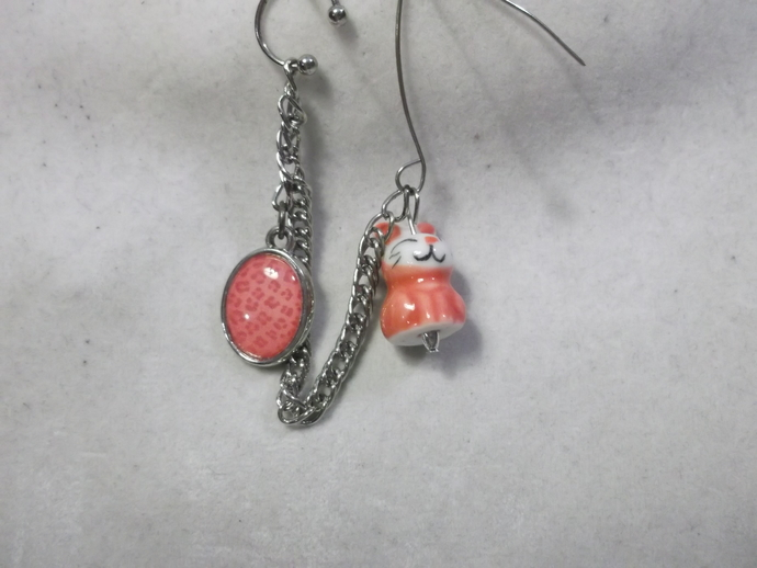Little pink/red critter/animal earring with pink/red leopard print pendant cuff