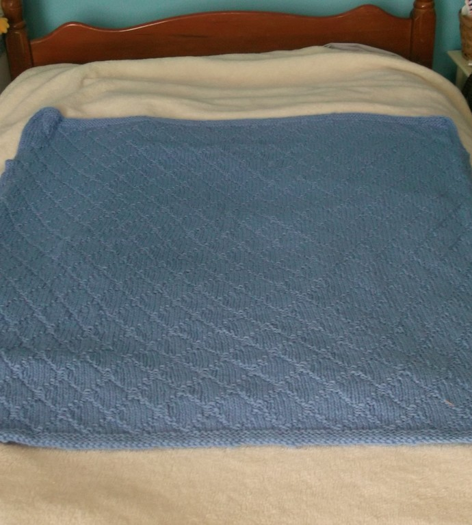 Knit baby blanket blue in diamond pattern