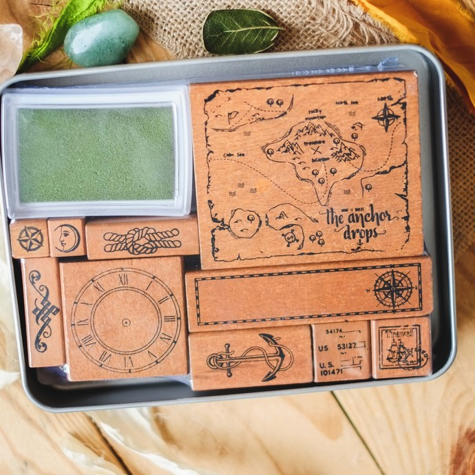 Fun & Joy wooden stamp set in a tin - Maps - set of rubber stamps & ink pad