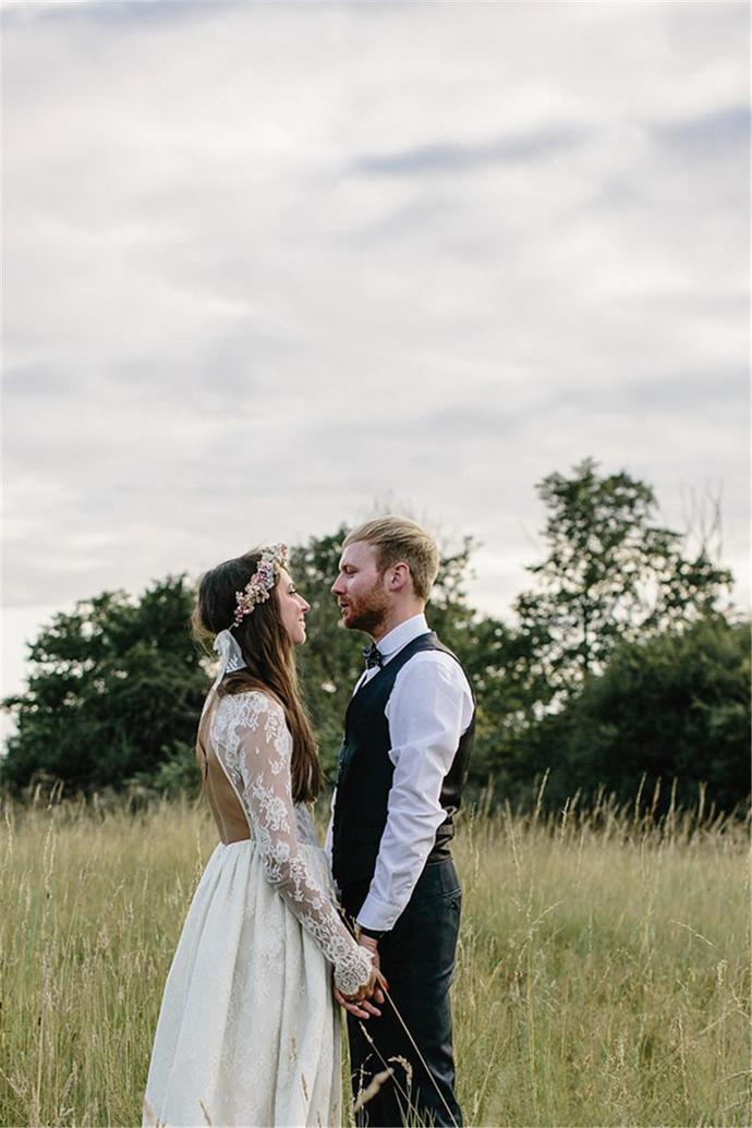 2020 Boho Wedding Dresses Jewel Hollow Back Long Sleeve A Line Lace Floor Length