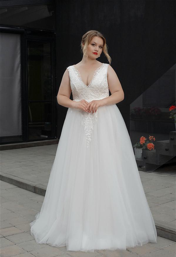 2020 Plus Size Wedding Dresses V Neck A Line Floor Length Fat Women Lace Wedding