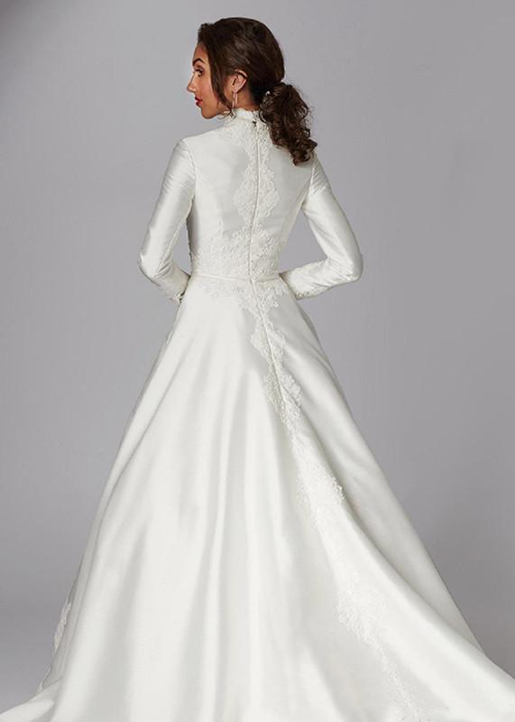 2020 Modest Muslim Wedding Dresses A Line Satin Appliques High Neck Country