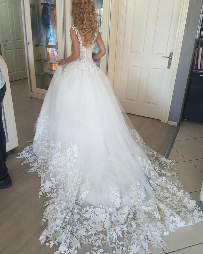 New Arrival Lace Applique Tulle Wedding Dresses Vintage Full Length Backless