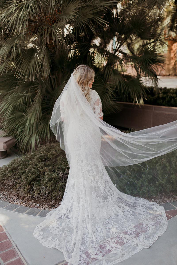 New Mermaid Lace Modest Wedding Dresses With Half Sleeves Jewel Neck Buttons