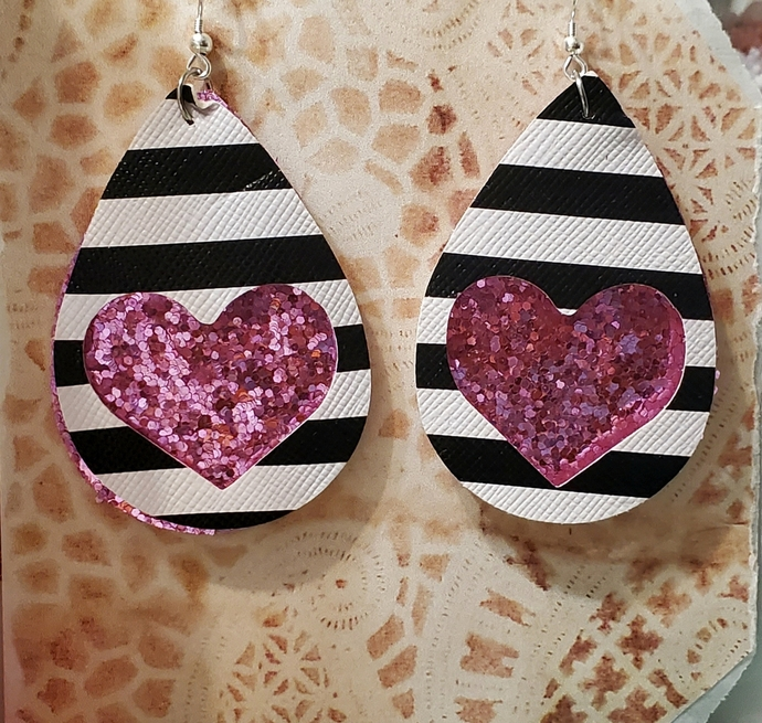 LIGHT PINK glitter heart faux leather earrings
