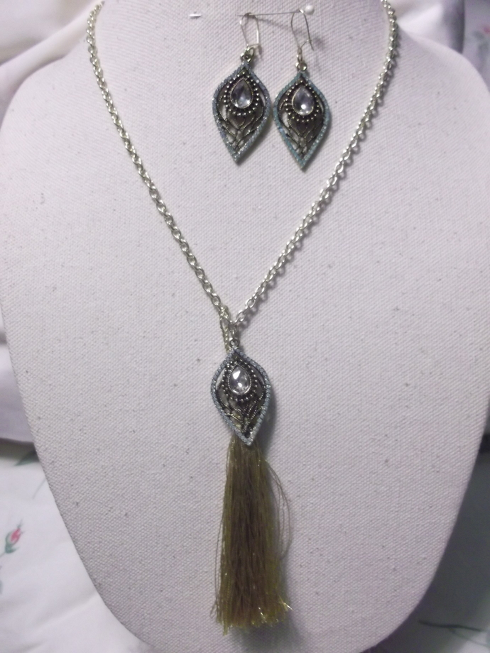 Jewelry set necklace and earrings gold and turquoise colors tear drop shaped