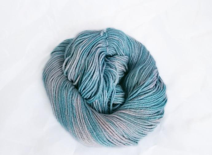 Hand dyed worsted merino yarn - Uni
