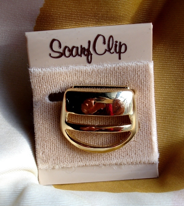 Vintage Goldtone Scarf Clip in Mod 1970s Geometric Cup Shape