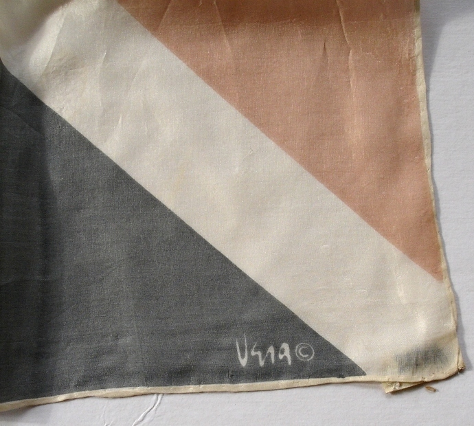 Vera Neumann Gray White And Peach Triangle Geometric Design Scarf