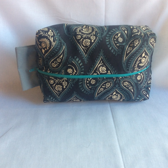 Dark Blue Paisley Fully Lined Travel Bag