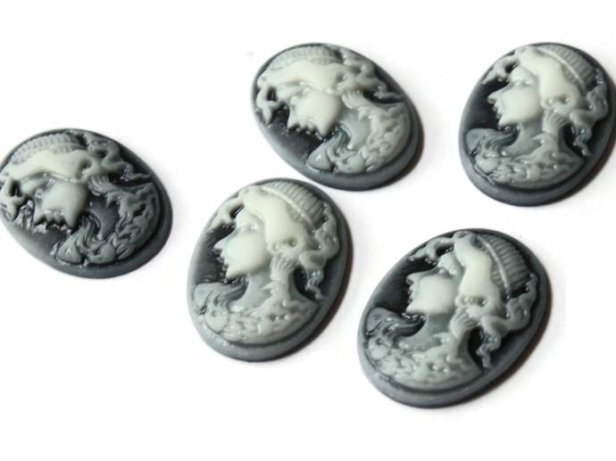 10 25mm x 18mm Black and White Cameo Cabochons Woman Face Cameo Cabs Resin