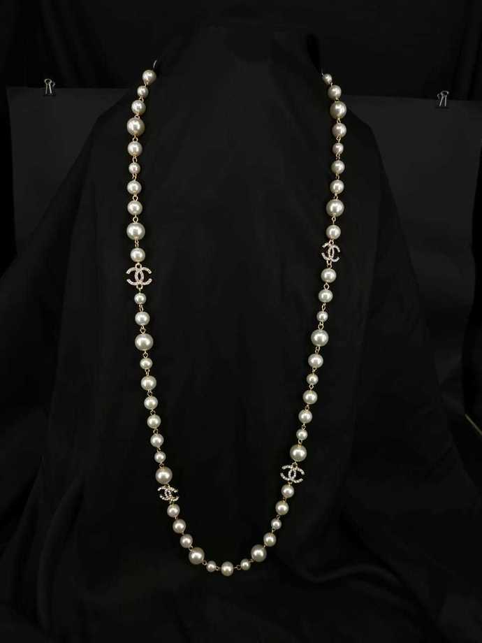 Pearl long necklace inspired by chanel