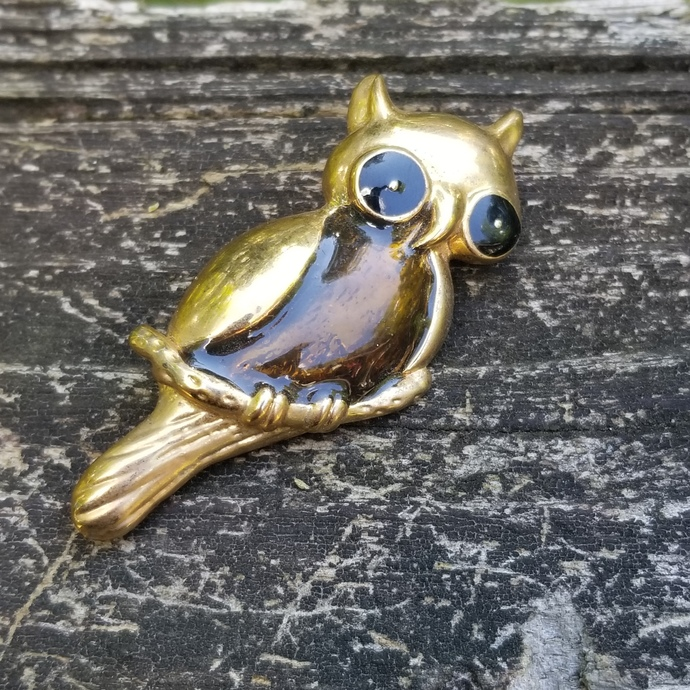 Vintage Gold Tone Brown Belly Owl Brooch