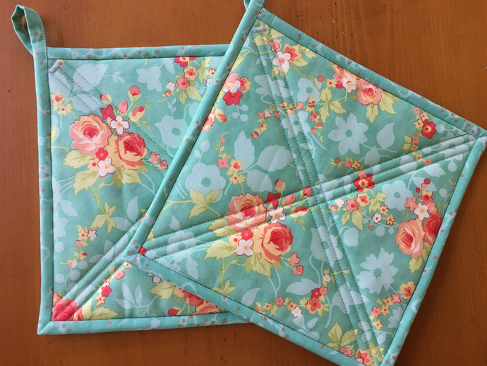 Pot Holders Set of 2 - Flowers PotHolders Kitchen Decor Quilted Handmade in USA