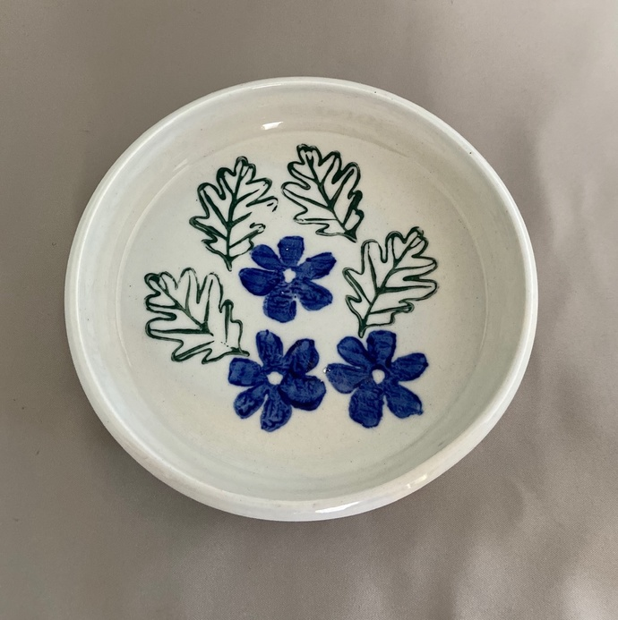 "Deep dish/plate with flowers and leaves - 6 3/4"" X 1 1/4"""