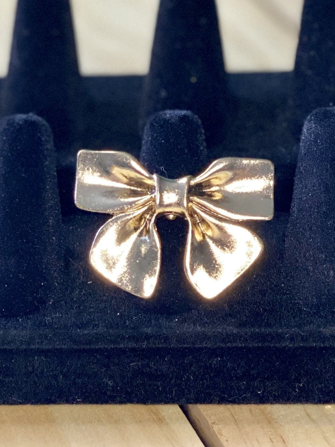 Large Gold Bow Fashion Ring