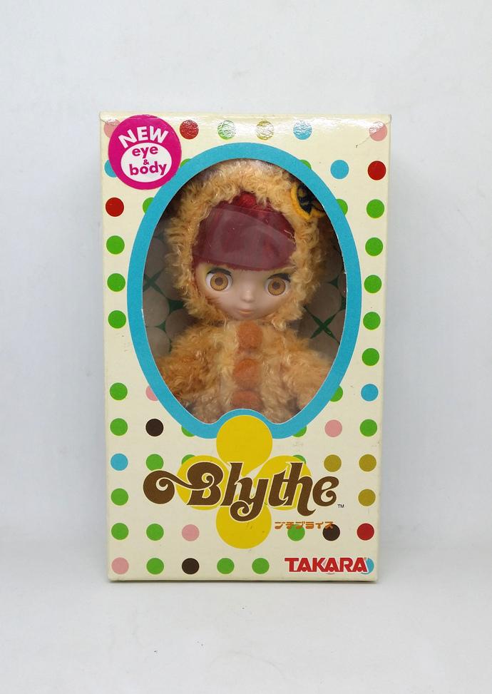 Petite Blythe Bear Hug Doll Figure - KPBL-02 by Takara