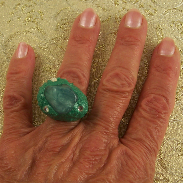 The Season's Hot Color Size 7 Ring and eBook