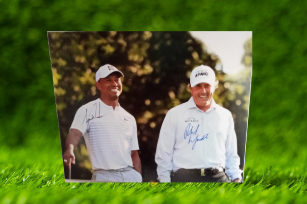 Tiger Woods and Phil Mickelson 16 x 20 photo with proof