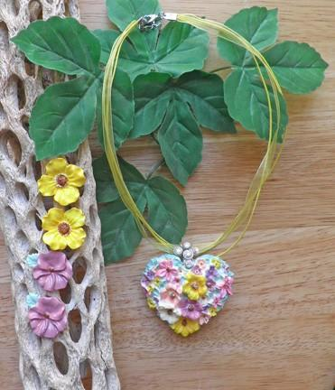 Hand painted pastel flower heart necklace with 2 pair of earrings  N50