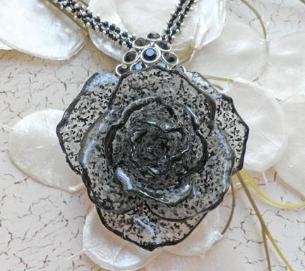 Black speckled full bloom rose necklace with unusual chain   N40