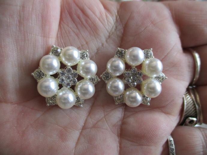 4 x Pearl Flower Embellishments
