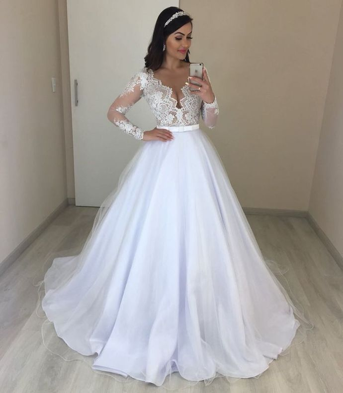 Long Sleeve Tulle Appliques Ball Gown Wedding Dress T1959